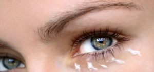 Under eye gel to remove puffiness, dark circles and wrinkles around the eyes